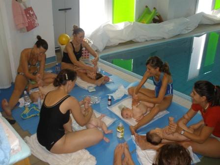 operatori in piscina in Casa Azzurra
